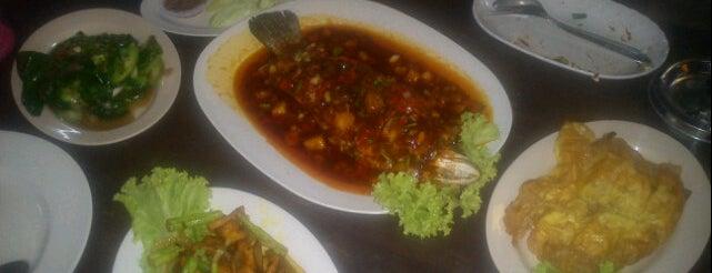 Kedai Makan Tepi Sungai is one of @Hulu Terengganu.