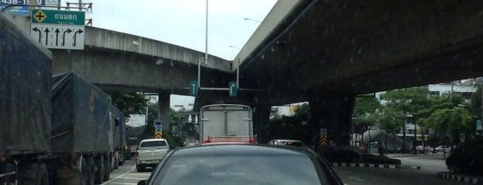 สะพานพระราม 3 (Rama III Bridge) is one of ถนน.