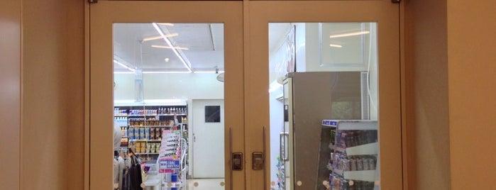 ローソン 九州大学工学部店 is one of 九大.