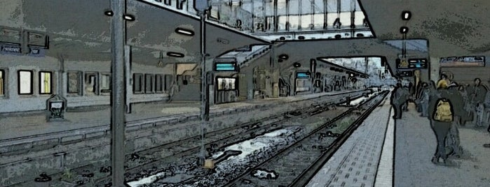 Heidelberg Hauptbahnhof is one of Top 40 Foursquare Bahnhöfe.