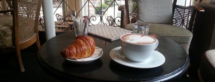 Café Des Amis is one of Dinner.