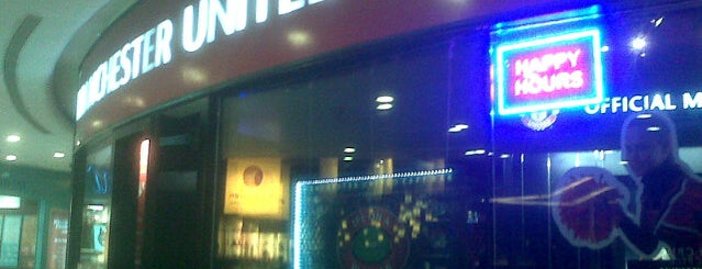 The United Sports Bar and Grill is one of Best watering holes in Central Bombay.