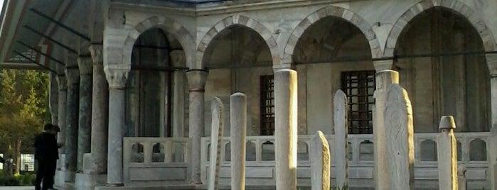Kanuni Sultan Süleyman Türbesi is one of Kuyumcu.