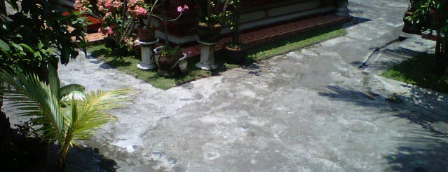 Pande Olale Home is one of Warung MB ( Meja Bundar ).