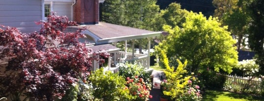 Inn At Occidental is one of Especially Pet-Friendly Wine Road Members.