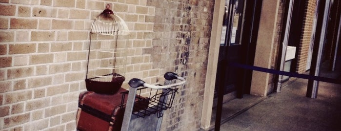 Platform 9¾ is one of Harry Potter & The Mayor Of Diagon Alley.