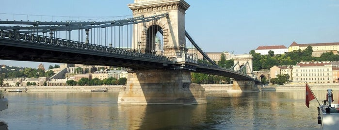 Chain Bridge is one of budapesti hidak.