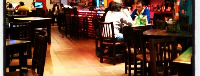 Hot Wings is one of Los mejores sitios de Alitas Picantes en Medellín.