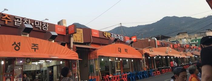 안지랑 곱창골목 is one of 대구 Daegu 맛집.