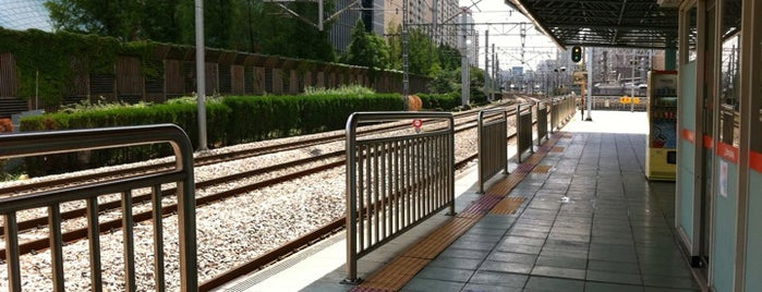 신도림역 (Sindorim Stn.) is one of Subway Stations in Seoul(line1~4 & DX).
