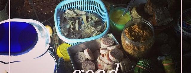 Bánh mì vỉa hè cầu Trường Tiền is one of Huế.