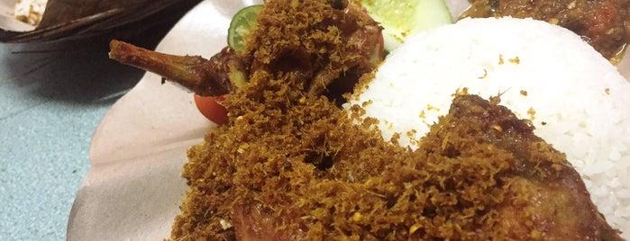 Ayam Lengkuas Setiabudi is one of Greasy Spoon Badge.