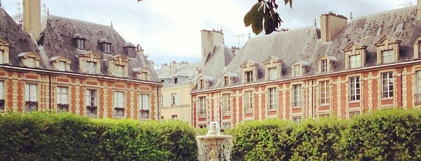 Place des Vosges is one of Parcs, jardins et squares - Paris.