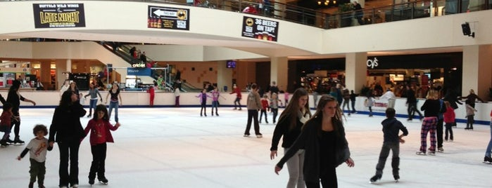 Lloyd Center Ice Rink is one of My Saved Places.