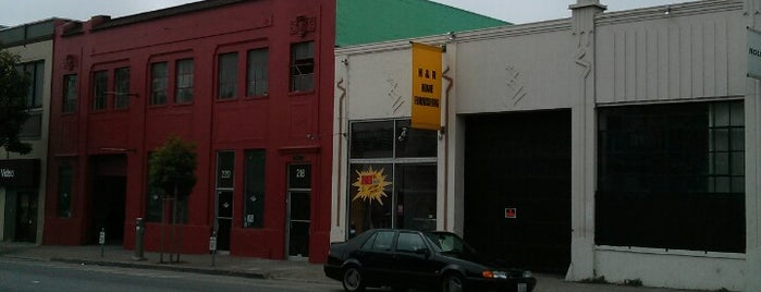 Banksy Mural: Skull N' Crossbones Rat is one of Banksy does San Francisco.