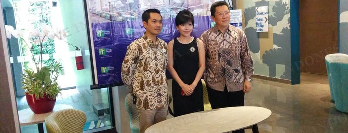 Holiday Inn Express Jakarta Wahid Hasyim (InterContinental Hotels Group) is one of Love Indonesia's tips.