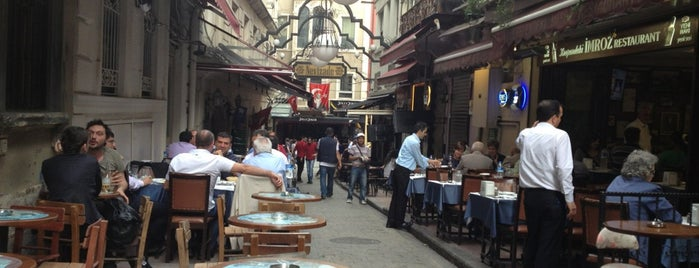Akdeniz Cafe & Bar is one of A local's guide: 48 hours in Istanbul, Türkiye.