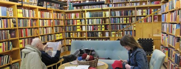 Roihuvuoren kirjasto is one of HelMet-kirjaston palvelupisteet.