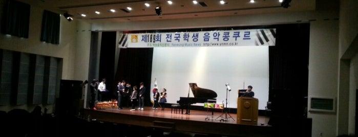 이화여자대학교 삼성교육문화관 (Ewha Womans University Samsung Education-Culture Building) is one of 이화여자대학교 Ewha Womans University.