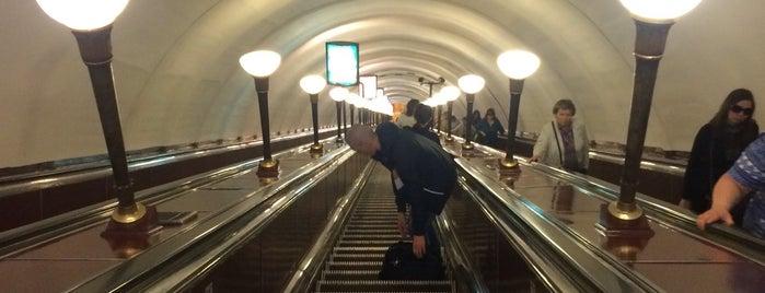 metro Ploshchad Lenina is one of Санкт-Петербург.