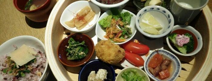 やさい家めい 表参道ヒルズ is one of KAMIの喫茶食事飲み処.