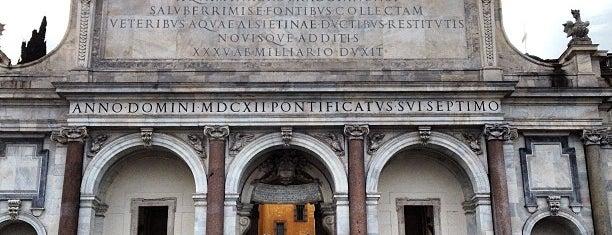 Fontana dell'Acqua Paola is one of l'amore [a Roma] dice ciao.