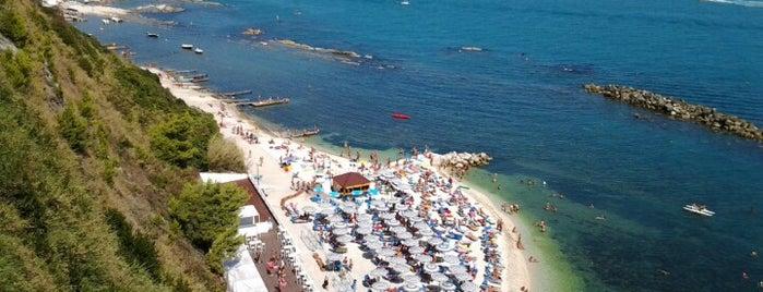 Spiaggia del Passetto is one of Posti da visitare nei dintorni di Senigallia.