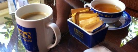 Coffee World (คอฟฟี่ เวิลด์) is one of Уютные кафешки.