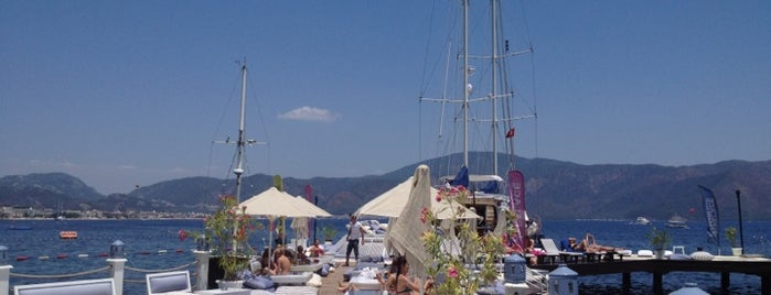 Palace Beach Club is one of Ivano's Tips.