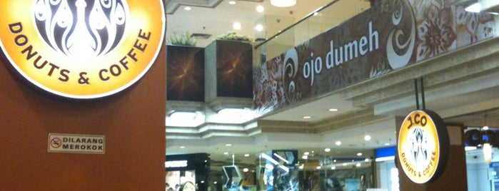 J.Co Donuts & Coffee is one of Kuliner Wajib @Surabaya.