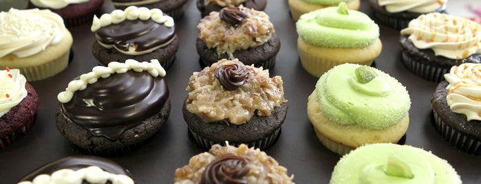 Sarah's Cake Stop is one of St. Louis food trucks.
