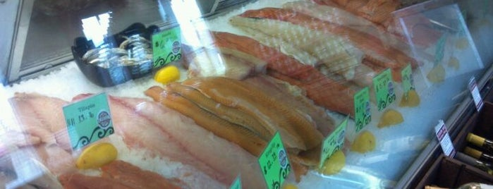 The 15 best places for a fish in traverse city for Cherry street fish market