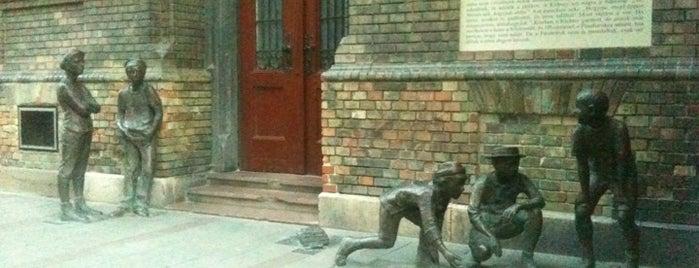 Pál utcai fiúk szobor is one of Bestof nyolcker.