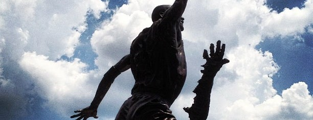 Michael Jordan Statue is one of Windy City.