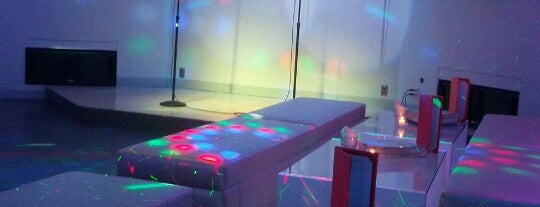 Pulse Karaoke is one of Don't Stop Believin (NY).