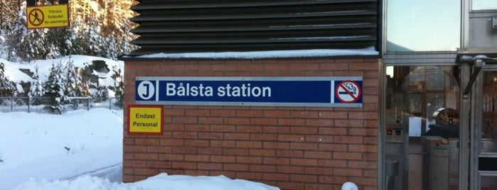 Bålsta (J) is one of SE - Sthlm - Pendeltåg.