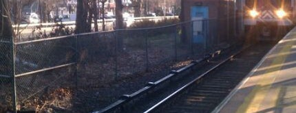 Metro North Railroad - Valhalla Station is one of Harlem Line (Metro-North).
