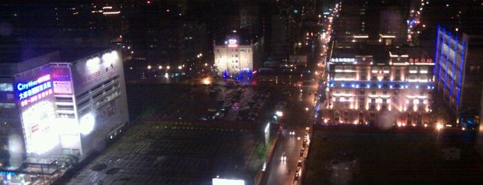 美麗華摩天輪 Miramar Ferris Wheel is one of Taipei 臺北市.