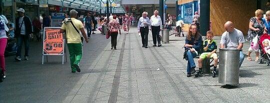 Winkelcentrum Boven 't Y is one of I ♥ Noord.
