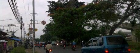 Kalimalang street is one of berwisata bersama keluarga.