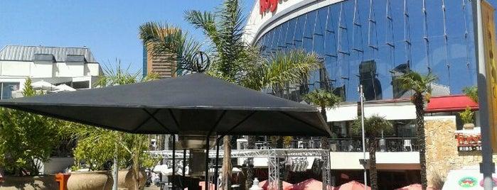 Parque Arauco is one of Shopping en Stgo..