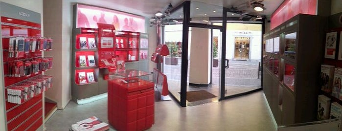 Vodafone Store is one of Magenta 1/2.