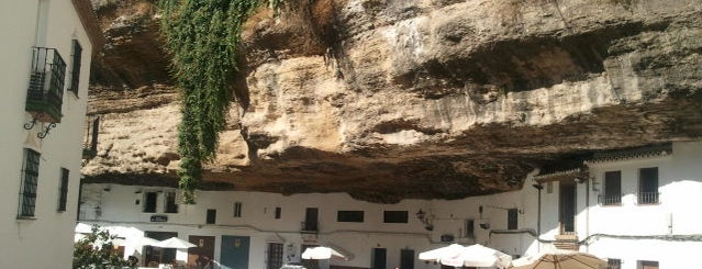 Mirador de Setenil de las Bodegas is one of 101 cosas que ver en Andalucía antes de morir.
