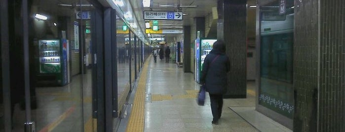 신당역 (Sindang Stn.) is one of Subway Stations in Seoul(line1~4 & DX).
