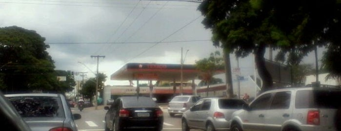 Avenida D is one of Lugares....