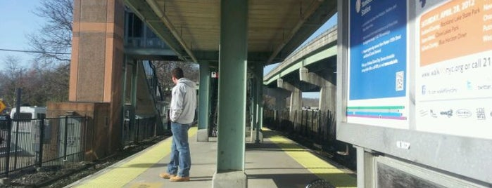 Metro North - Goldens Bridge Train Station is one of Harlem Line (Metro-North).