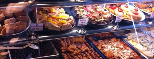 Nardelli's Grinder Shoppe is one of Food Paradise.