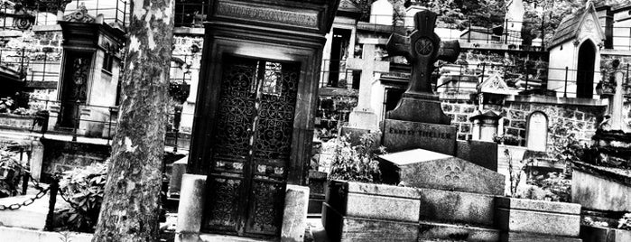 Père Lachaise Cemetery is one of World Sites.