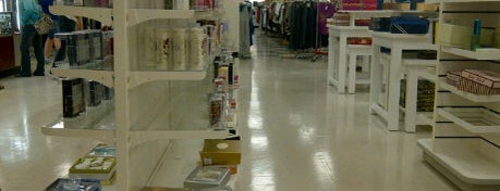 T.J. Maxx is one of Orlando - Compras (Shopping).
