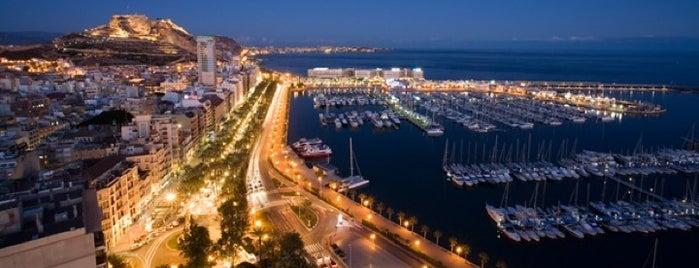 Puerto de Alicante is one of Lugares.